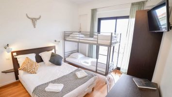 France_Single_Fin_Hotel_shared_room_zoom57
