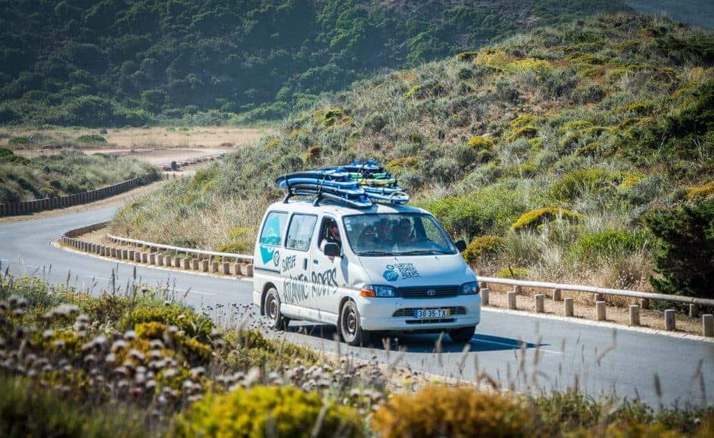 Laat ons je helpen met vervoer naar het surfcamp