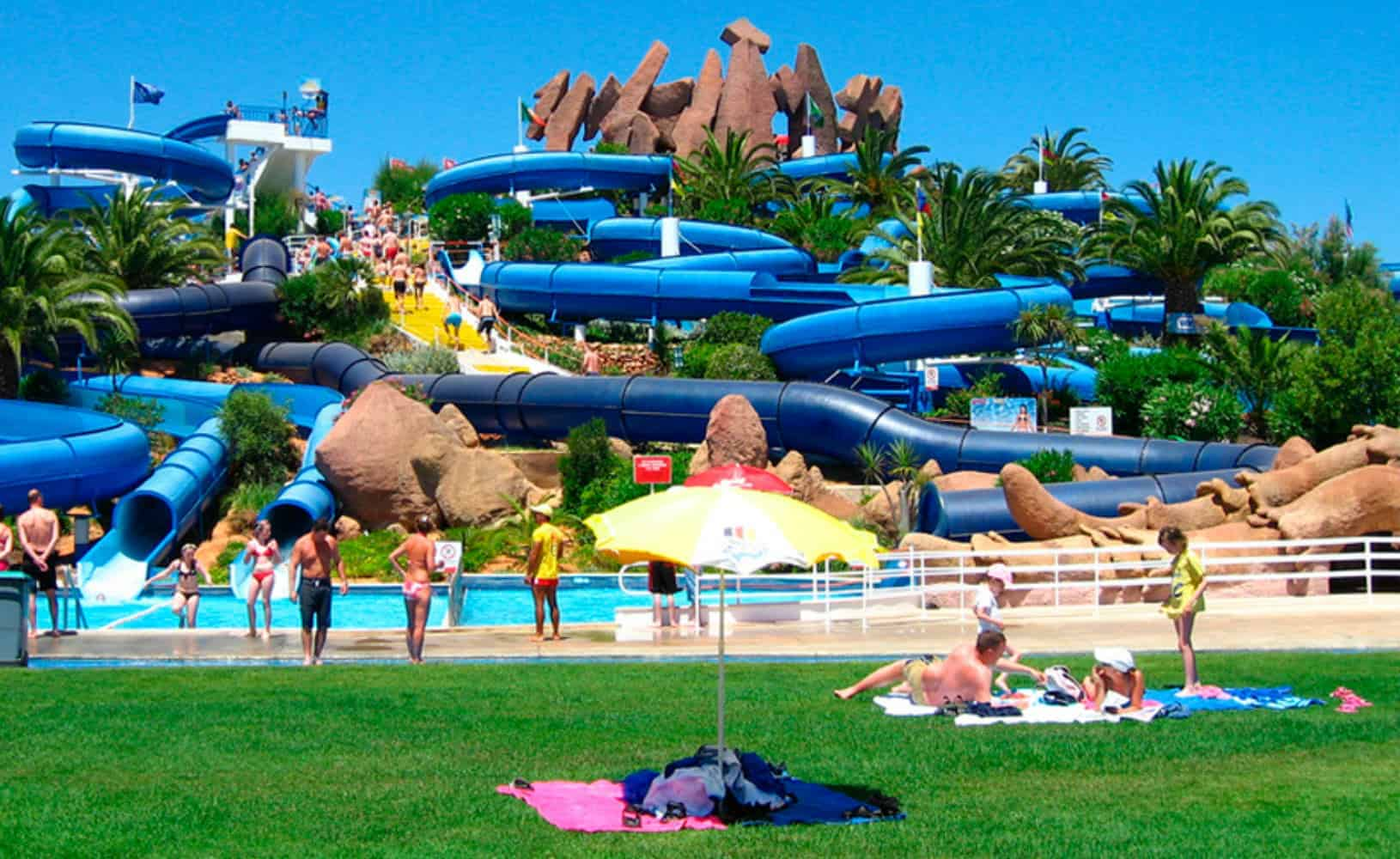 Bezoek tussen het surfen door een waterpark in de Algarve Portugal