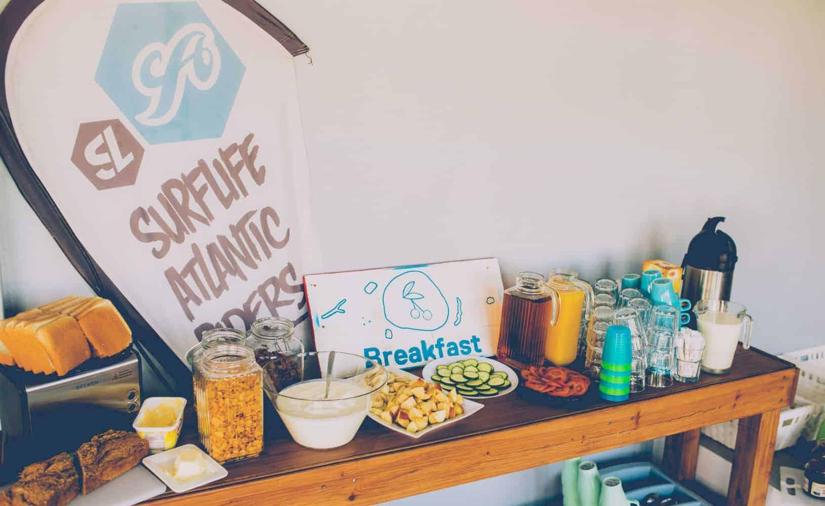 Heerlijk ontbijt in Surfhotel Atlantic Lodge in Aljezur Portugal
